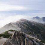 朝もやの燕岳からの景色
