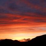 赤い夕焼け空がとても近く幻想的