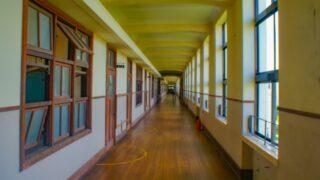 人気のない静かな廊下