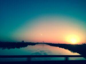 静かに時が流れる夕刻の風景
